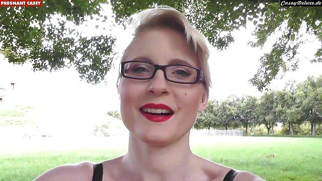 Sexy Carolina succhia il cazzo e accarezza L. in filme online gratis subtitrate xxx panchina