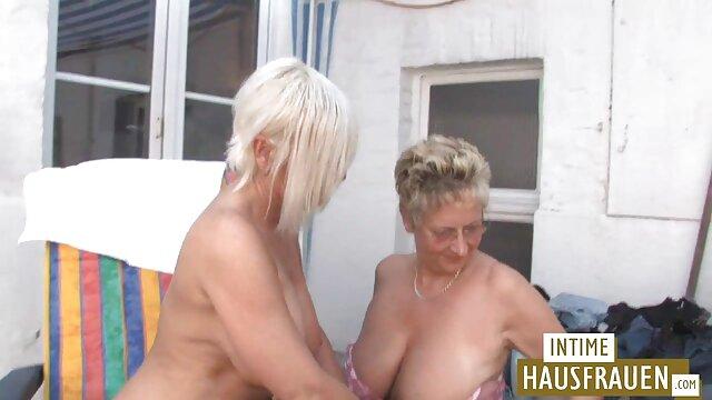 Ha seguito una donna tedesca quando si video erotici in hd sta accarezzando in natura