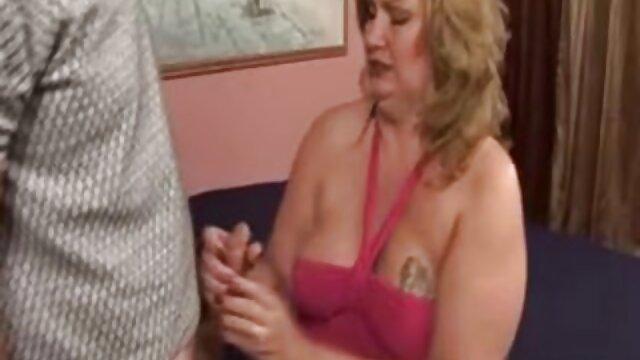 Giovane ragazze leccata micio di feed e succhia filmata pe ascuns cand se fute cazzo a fratello
