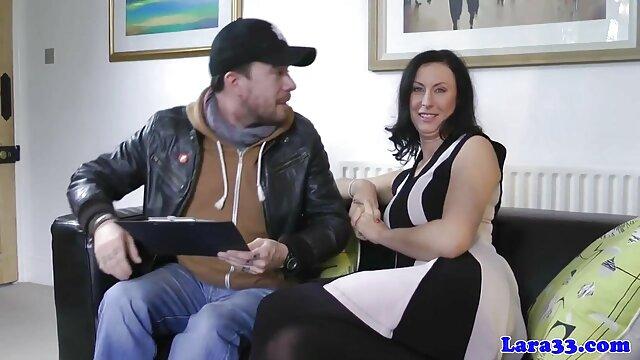 Bella bionda filme online xxl gratis mostra il marito sesso anale con il suo amante su Skype