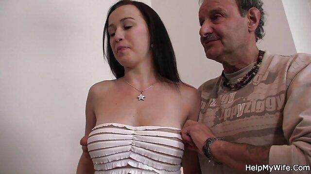 Sexy Karina bianco e Molly Bennett amare a fanculo in terzetto su il letto porno film completo hd