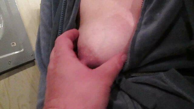Un massaggi porno in hd procace maturo giovane donne a soddisfare due giovane stallone con lei bocca e micio