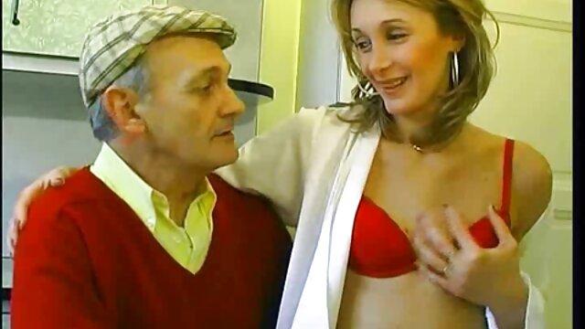 Due slut preoccupati prima volta da solo con film porno free hd dildo, e poi sono stati raggiunti da un grosso nero, che hanno subito messo in bocca
