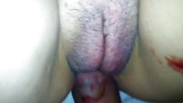 Indossare guanti medici, padrona, rossa in tuta di lattice, mettere la mano nel culo dello schiavo, poi mettere un mostro di video porno in alta definizione spessore in, facendolo soffrire di cancro, lei scopata forte nel culo, lui