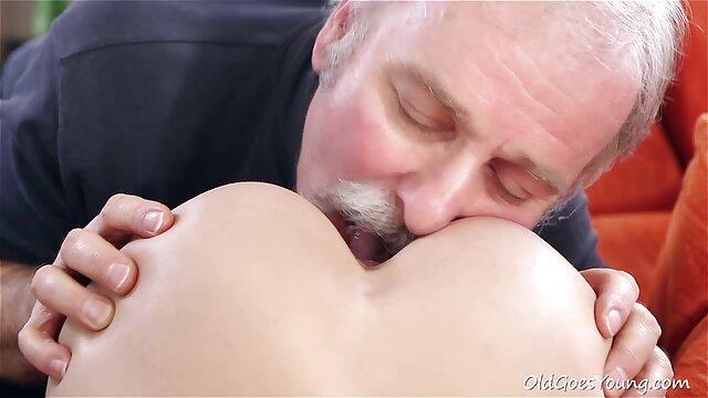 La corsa massaggi porno in hd mattutina va al lavoro, si spaventa un po'.