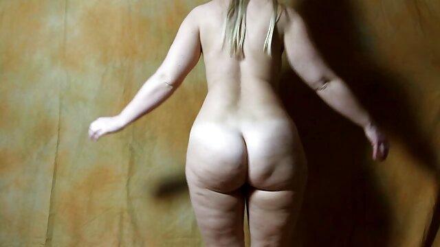 Appassionato blondie con piercing sui capezzoli sorella video hard hd free con un insaziabile twink